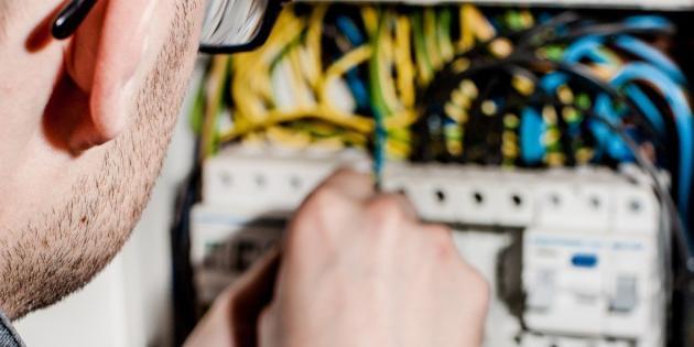 Volné místo elektrikáře
