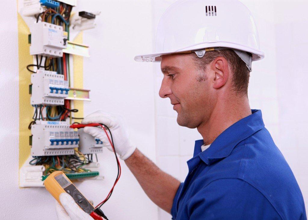 práce elektrikáře