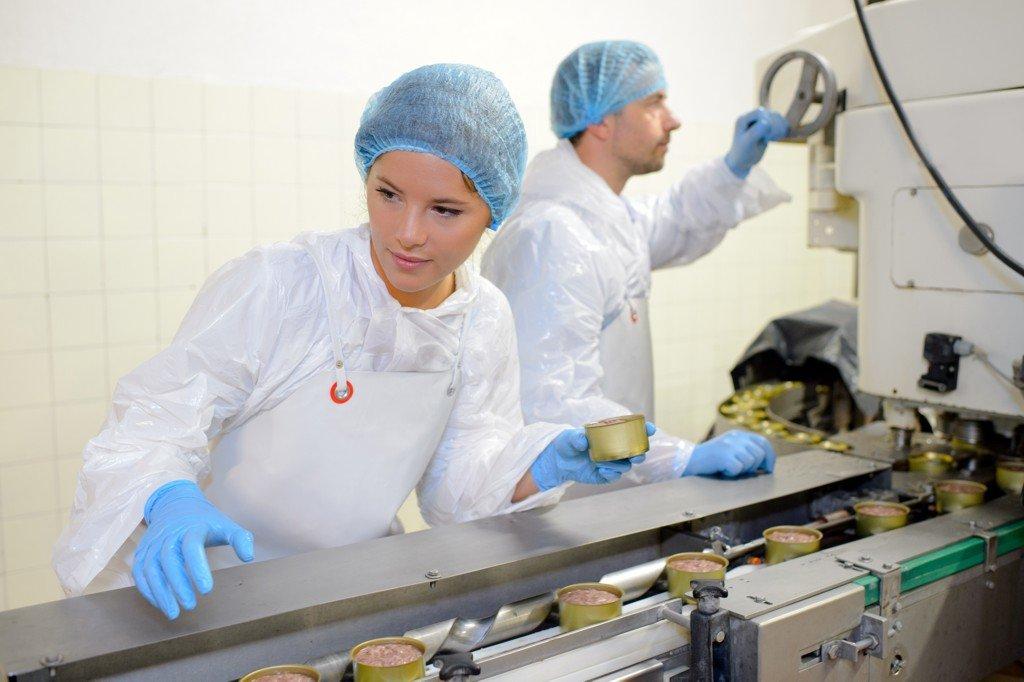 Kontrolorka ve výrobě potravin